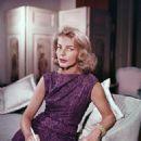 Lauren Bacall Movie Star - 454 x 592