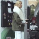 Iggy Azalea runs errands in Calabasas, California on December 10, 2016