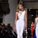 Karlie Kloss Versace Fashion Show In Paris