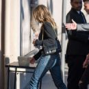 Jennifer Aniston – Arriving at Jimmy Kimmel Live! in LA - 454 x 659