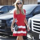 Paris Hilton stops by the Meche Salon in Beverly Hills, California on May 12, 2016 - 377 x 600