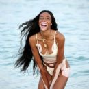 Winnie Harlow – Photoshoot on the beach in Miami - 454 x 644