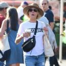 Julie Bowen at farmers market in Los Angeles