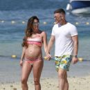 Danielle Lloyd and Michael O' Neil on the beach in Dubai - 454 x 632