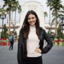 Victoria Justice Out in Universal Studios - 454 x 313
