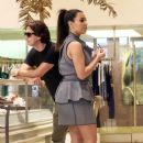 Kim Kardashian: shopping while being followed by a film crew in Miami