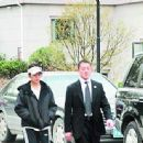 Zhao Wei and Wang Yu attended painist Chen Yifei's funeral(04/11/2005)