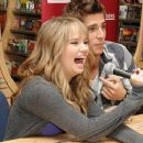 debby ryan and jean-luc bilodeau Buddies frontières - 378 x 248