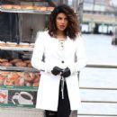Priyanka Chopra – Filming 'Quantico' set in New York - 454 x 735