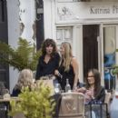 Kate Moss – Lunch with friends out in London's Notting Hill - 454 x 352