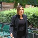 Mariska Hargitay – On The Set of 'Law and Order: Special Victims Unit' in New York - 454 x 637