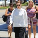 Kate and Rooney Mara with their mother in Beverly Hills