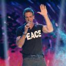 Carlos Ponce- Telemundo's Premios Tu Mundo Awards 2016- Show - 364 x 600