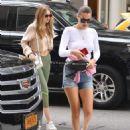 Gigi and Bella Hadid – Leaves Gigi's Apartment in NYC - 454 x 568