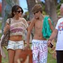 Justin Bieber and Selena Gomez enjoyed a leisurely day at the beach in Maui, Hawaii on Thursday (May 26).Edit: QOT