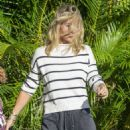 Elsa Pataky – Takes her sons back to school in Byron Bay