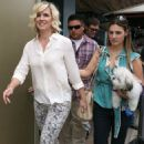 Jennie Garth: Pretty & Chic on 'Extra'