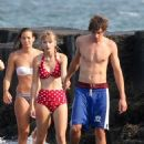 Taylor Swift: walking along the beach in Cape Cod