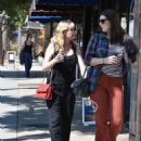 Kirsten Dunst – Seen Out for a walk with a friend in Studio City - 454 x 573