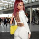 Jemma Lucy at the Manchester Arena to watch Tyson Fury make his comeback - 454 x 866