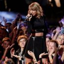 Taylor Swift Performs On The Voice