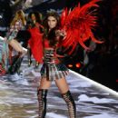 Taylor Hill – 2018 Victoria's Secret Fashion Show Runway in NY - 454 x 567