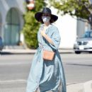 Sarah Paulson – Looks stylish while out for a day of furniture shopping in Los Angeles - 454 x 569