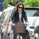 Pippa Middleton on a bike ride in London - 454 x 760