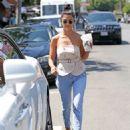 Kourtney Kardashian – Seen Out in Los Angeles - 454 x 573