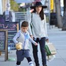 Selma Blair is seen out shopping for groceries in Studio City, California on January 21, 2017 - 454 x 573