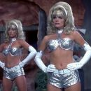 Austin Powers: International Man of Mystery - Cindy Margolis - 454 x 193