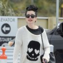 Krysten Ritter – Leaves the Access Specialty Animal Hospital in Culver City - 454 x 639