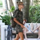 Hailey Baldwin and Justin Bieber – Arrives at their hotel in Miami