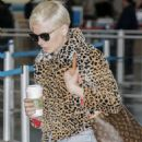 Michelle Williams – Arrives at JFK airport in New York City - 454 x 681