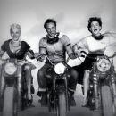 Marlon Brando, Peggy Maley and Yvonne Doughty - 454 x 361