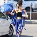 Vanessa Hudgens – Grabbing iced coffee in Los Feliz - 454 x 640