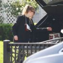 Dakota Fanning – Spotted while taking beer in Los Angeles - 454 x 400
