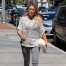 Hilary Duff at the Doctor's office - 414 x 600