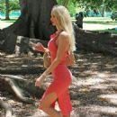SOPHIE TURNER Visits Sydney Botanical Garden