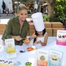 Sarah Michelle Gellar – Foodstirs Host Kids in the Kitchen at The Grove in Los Angeles 10/02/2016 - 454 x 303