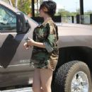 Paris Jackson & Mother Debbie Rowe Out For Lunch In Palmdale - 425 x 594