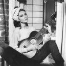 Audrey Hepburn - 454 x 342
