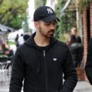 Joe Jonas is spotted out in Los Angeles, California on January 10, 2017 - 398 x 600