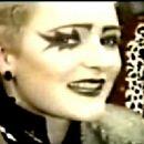 Siouxsie Sioux - 454 x 324