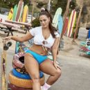 Ashley Graham – Shows her 2019 Resort collection in Venice Beach - 454 x 681