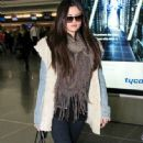 Selena Gomez makes her way through the airport at JFK in New York City. January 18, 2012 - 333 x 594