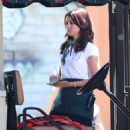 Sarah Hyland – Shooting scenes for the new season of 'Modern Family' in LA - 454 x 641