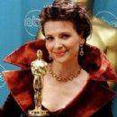 Juliette Binoche attend the 69th Annual Academy Awards ceremony March 24, 1997 - 294 x 355