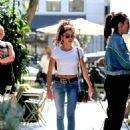 Sarah Hyland – Spotted as she runs errands in West Hollywood