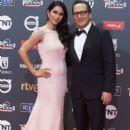 Rob Schneider and Patricia Azarcoya - Platino Awards 2017- Red Carpet - 399 x 600